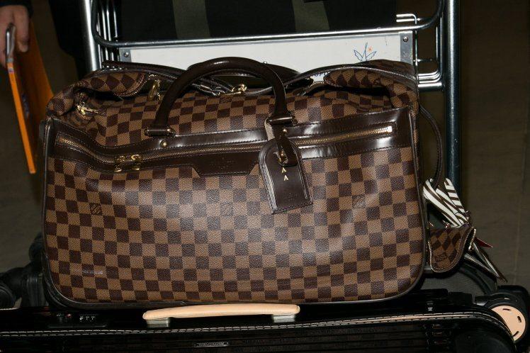 Should woman whose child vomited on stranger's $1200 handbag