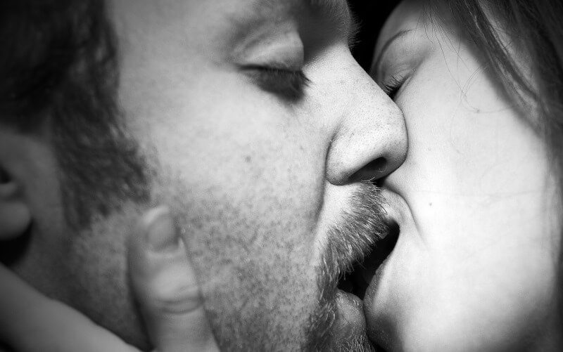 These weird facts about kissing will leave you gushing